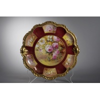 Plate in polychrome porcelain and gilded in relief painted by hand. France, Limoges, early 20th century.